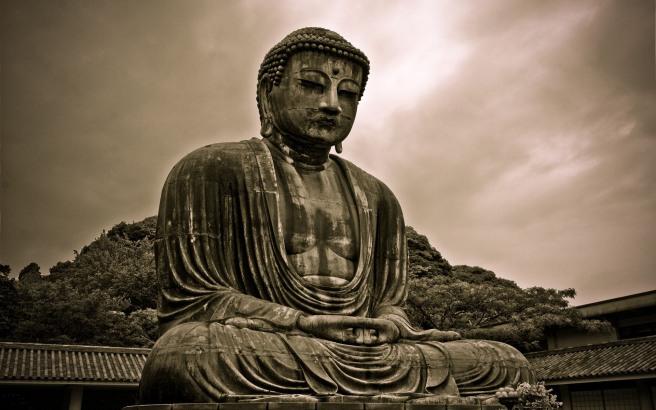 Ancient_Buddha_Statue_085349_